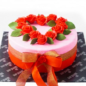 Pinky with Rose Heart Cake...