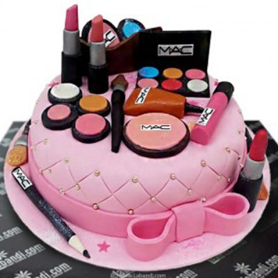 Her Make-up Set Cake - 4.4lb
