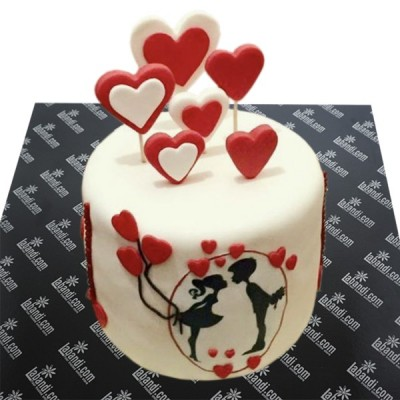 Kisses The Heart Beat Cake