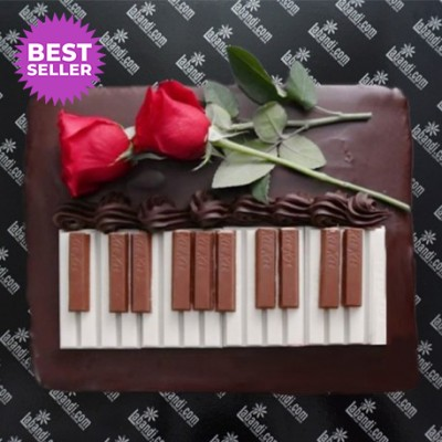 Romance with Piano Cake